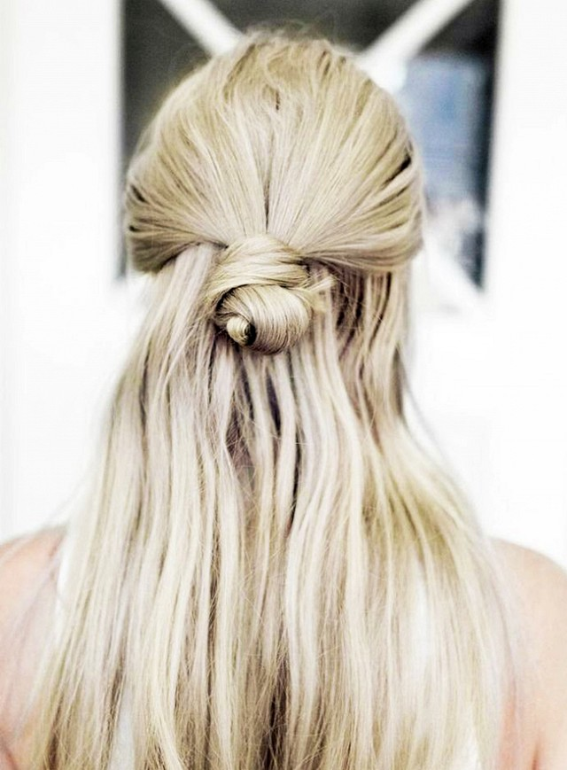 7-monday-morning-hairstyles-that-you-can-do-in-under-5-minutes-1599660.640x0c